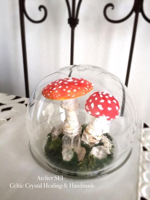 キノコと水晶のガラスドーム<魔法の不思議雑貨>