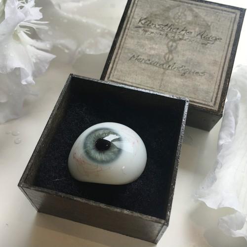 氷河色の義眼