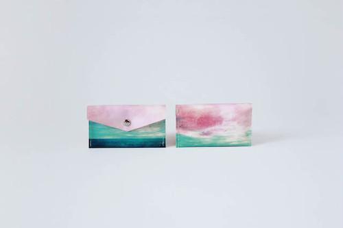 海と緑色の空のカードケース