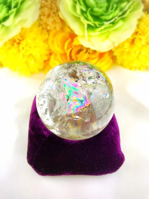 5/30新着★豊かさと幸せを運ぶ虹がたくさん★極上天然レインボー水晶玉★クッション付き(55mm)