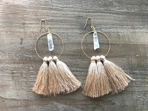 Crystal×tassel hoops (gold beige)
