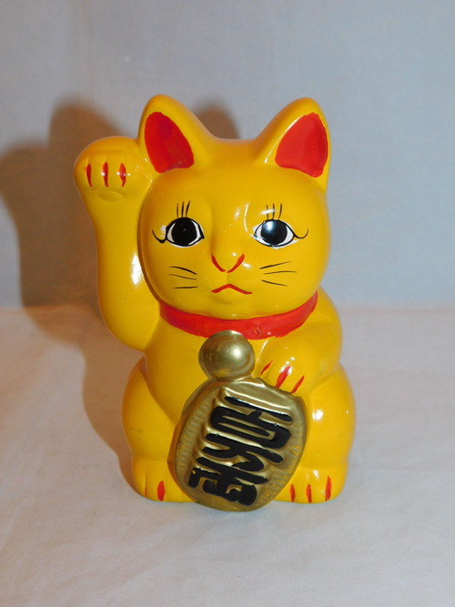 陶器黄色招き猫 (右手) pottery beekoning cat