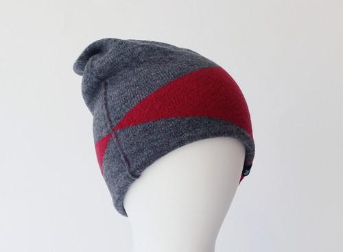 % PERCENT ニット帽 BLOCK(グレー・レッド)セルフヒーター・フリーサイズ・リバーシブル・ホールガーメント・男女兼用・ギフト箱付