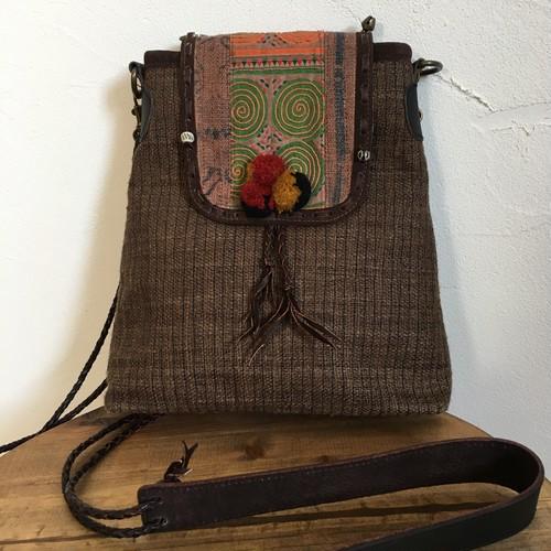 モン族手刺繍 と麻で作ったショルダーバック