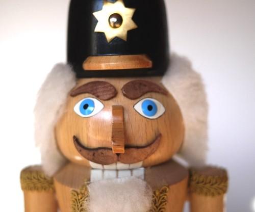 大きなくるみ割り人形 エルツ地方 クリスマスオーナメント expertic 天然木ナチュラル杢目 兵隊