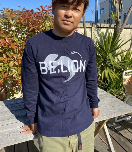 BE:LION.  /HUGE LOGO ロングスリーブTシャツ ネイビー