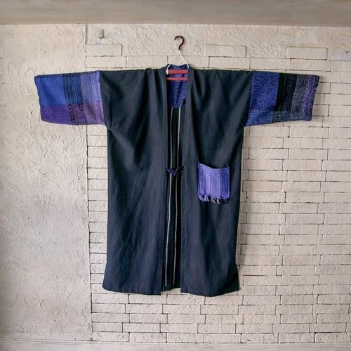 濃紺が神秘的なイメージを 絹100%紬と手織綿布のコート 20CT001