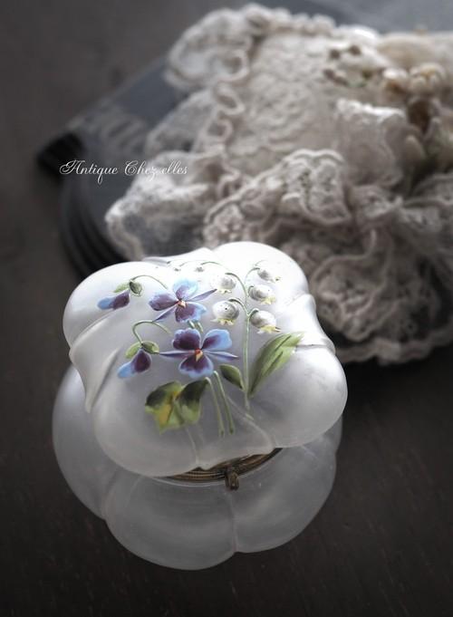 スミレ&スズラン ガラスのジュエリーBOX