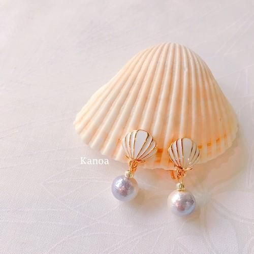 【Kanoaオリジナル】揺れるコットンパールが可愛いホワイトシェルのイヤリング
