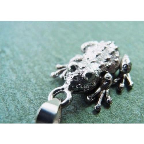 カエルアクセサリー ペンダントトップ 06フォークロア 925タイシルバー sm-sph-06-1702