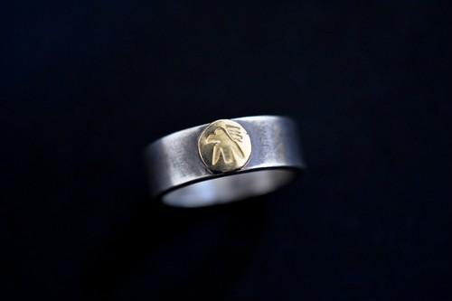 Luck 18k thunderbird ring