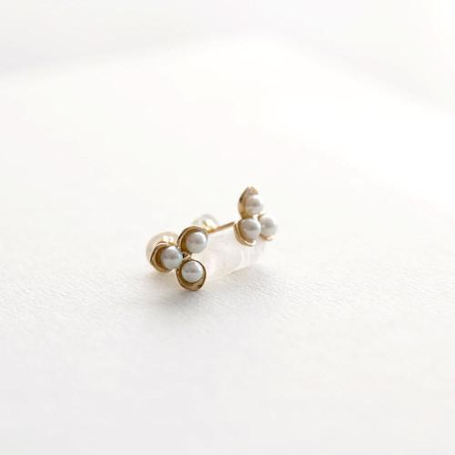 白い小花 pierce (single)