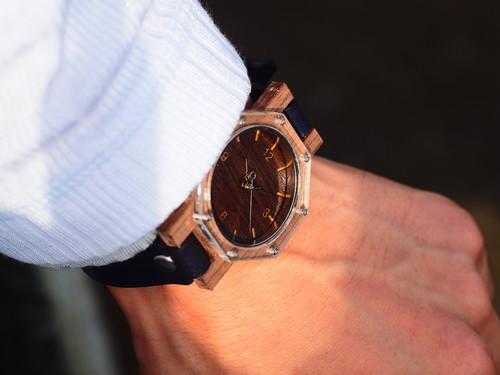 八角形の腕時計