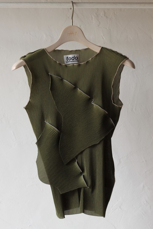 【KOTOHAYOKOZAWA】pleats top no sleeve-khaki