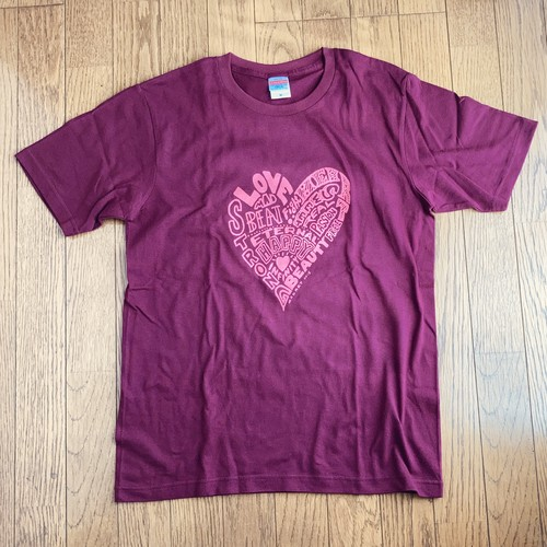 MAD AT HEART T-Sirts Pink print on Burgundy