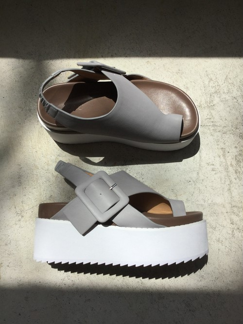 GVGV  PLATFORM LEATHER SANDALS  (GREY)