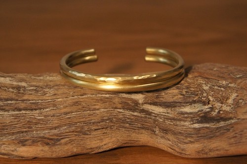 plain & hammer finish brass bangle
