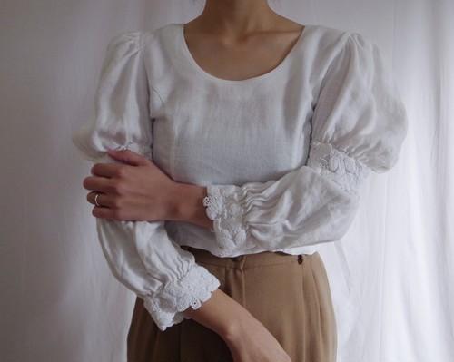 80s White Linen Blouse Back Button