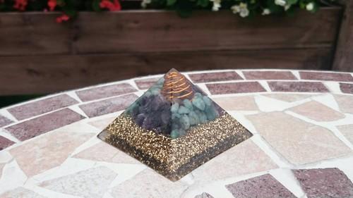 K34★ピラミッド(中)クフ王対比オルゴナイト(エメラルド・アメジスト)祈り~レイキヒーリング入り~
