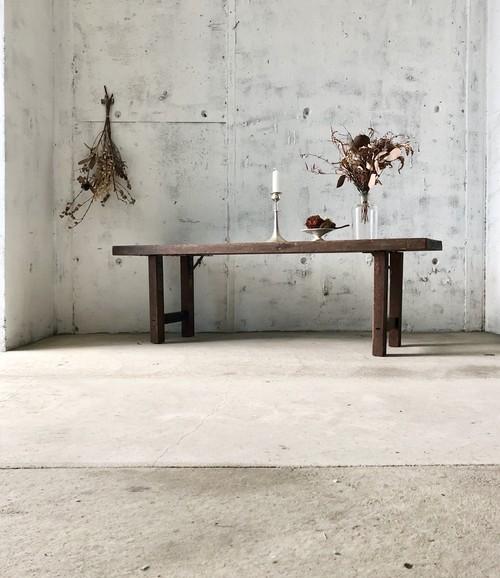 落ち着きある佇まいの木製ベンチ[古家具]