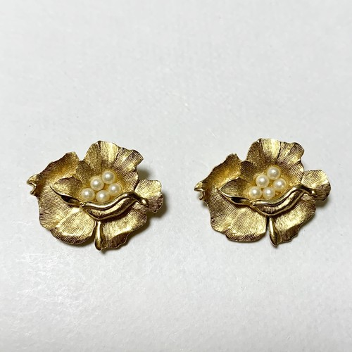 Vintage Trifari Gold Tone Floral Earrings With Pearls