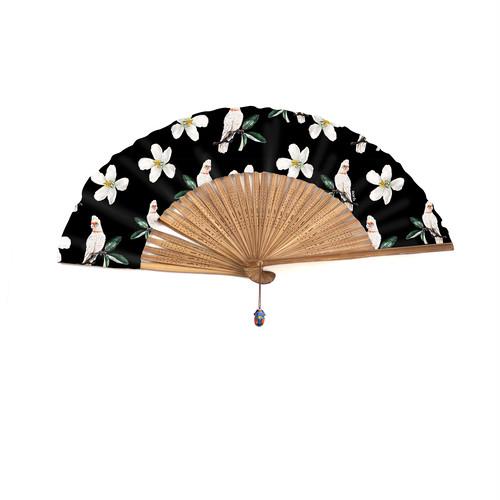 フレンチブランド Nach と伝統扇子会社 伊場仙のコラボ 黒 南国の鳥と花