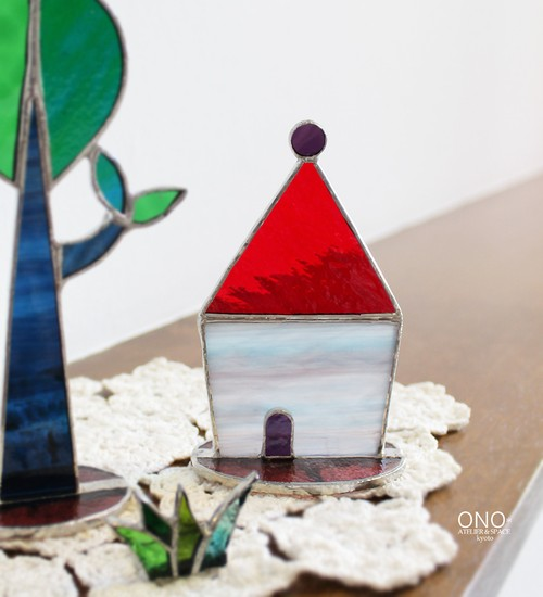 岩田けいこ*ステンドグラス 三角屋根の家(赤)