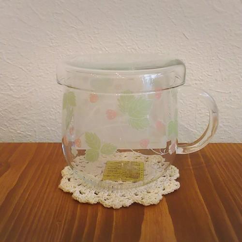 茶こし付ガラスのティーカップロマンティックストロベリーS