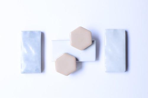047美濃焼多治見六角タイルピアス(イヤリング) 土器色(かわらけいろ)