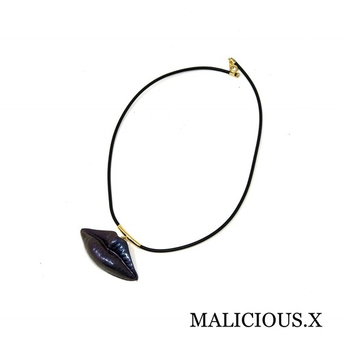 lip necklace / metallic dark blue