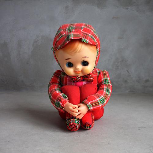 体操座りのお人形  / Japanese Doll sitting on the floor holding knees
