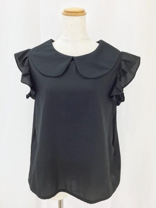 上質な綿サテンで作った、軽くて万能な黒色の袖フリルAライン丸襟ブラウス。一点もの 通勤 通学 コットン100% オールシーズン オーバーブラウス 快適