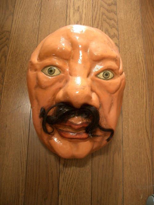 お面・壁掛け・ディスプレー・作家物・ひげの位置を変えると変わります。誰か判りますか?茶