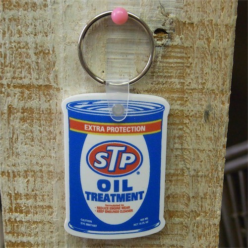 STP RUBBER KEYCHAIN OIL CAN