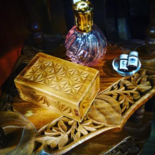 レトロ 木箱 (検索用→木彫り ボックス ハンドメイド ジュエリーケース 北欧 南国 mar24 )
