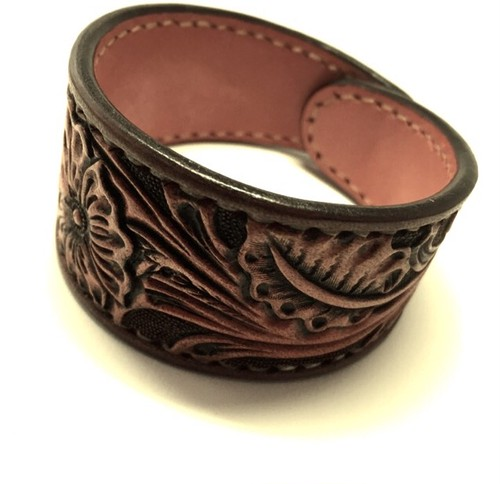"""Flower Carving Leather Bangle"" 【Eighteen Leather(エイティーン・レザー)】"