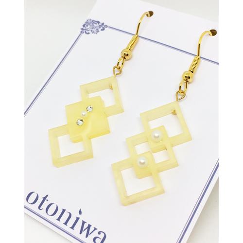 Polygon Square × Acrylic《レモンイエローパール》 ピアス or イヤリング