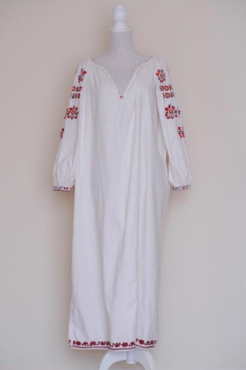 ウクライナ刺繍ワンピース(ヴィンテージ)