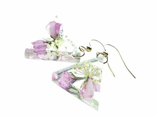 森の花のトライアングル ピアス (桜の蕾・シラネセンニュウ)・14kgf《イヤリングに交換可》