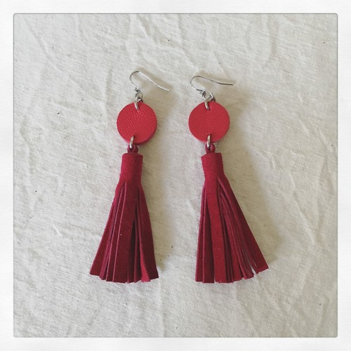 tassel-pierce / red