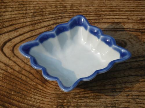 ふちるりひし形小鉢