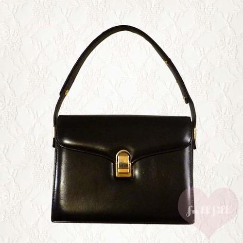 ブラックハンドバッグ