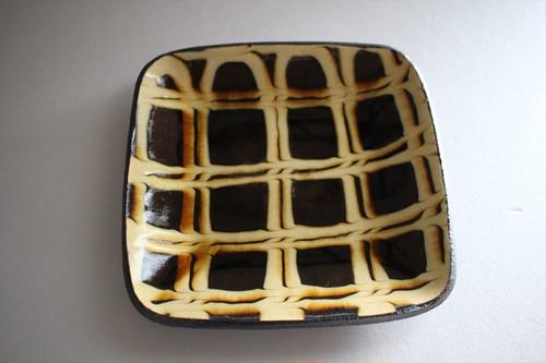 中川紀夫(紀窯)|スリップウェア四角皿 格子柄 黄