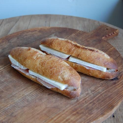 じぶんで作るサンドイッチ生ハムとカマンベール 2本セット