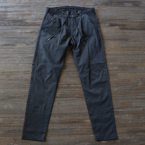 ONE PLEATS TAPERED SKINNY