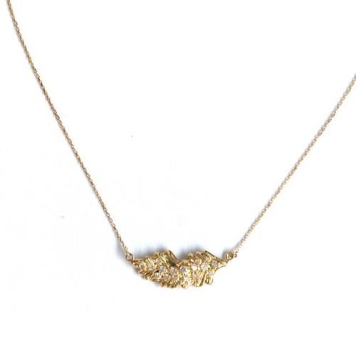 k18 フェザーのネックレス ダイアモンドつき(横)