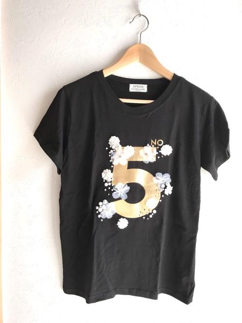 お花とパールビジュー付きNo.5Tシャツ ブラック