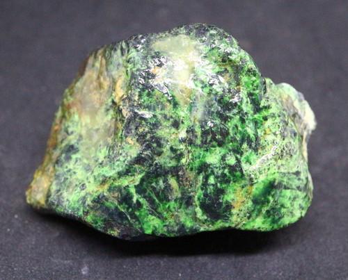 ウバロバイト 灰クロム柘榴石 グリーンガーネット カリフォルニア産 63g UV002