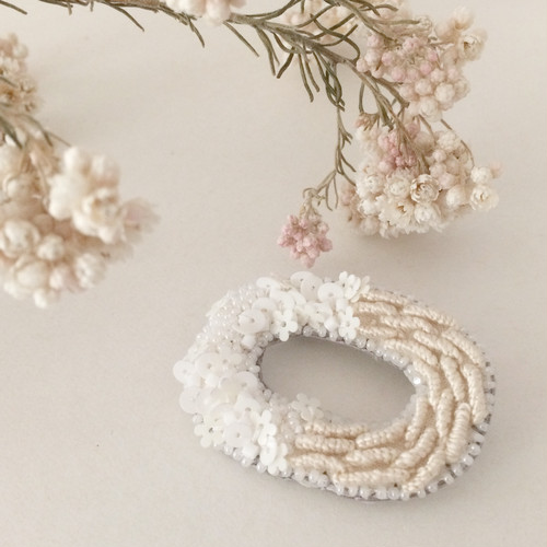 【受注生産】リング型ブローチ 羊white
