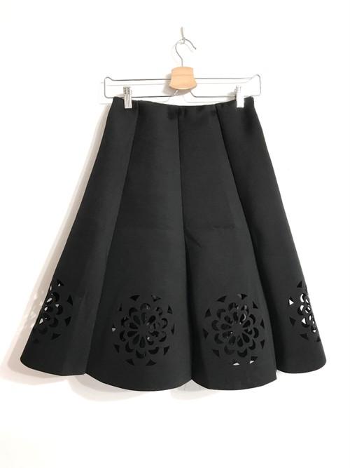 ボンディング素材のお花透かしデザインスカート